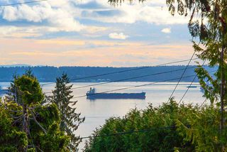 """Photo 4: 2487 QUEENS Avenue in West Vancouver: Queens House for sale in """"Queens, Upper Dundarave"""" : MLS®# R2515663"""