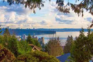 """Photo 16: 2487 QUEENS Avenue in West Vancouver: Queens House for sale in """"Queens, Upper Dundarave"""" : MLS®# R2515663"""