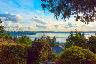 """Photo 10: 2487 QUEENS Avenue in West Vancouver: Queens House for sale in """"Queens, Upper Dundarave"""" : MLS®# R2515663"""