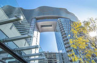 "Photo 2: 1603 89 NELSON Street in Vancouver: Yaletown Condo for sale in ""THE ARC"" (Vancouver West)  : MLS®# R2411058"