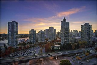 "Photo 12: 1603 89 NELSON Street in Vancouver: Yaletown Condo for sale in ""THE ARC"" (Vancouver West)  : MLS®# R2411058"