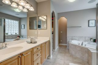 Photo 7: 143 COUGARSTONE Garden SW in Calgary: Cougar Ridge Detached for sale : MLS®# C4295738