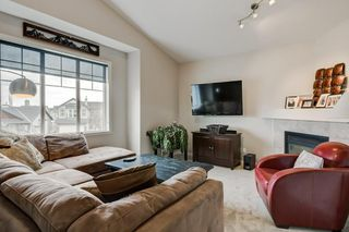 Photo 5: 143 COUGARSTONE Garden SW in Calgary: Cougar Ridge Detached for sale : MLS®# C4295738