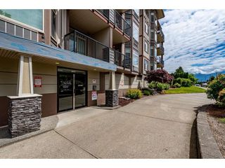 "Photo 2: 204 46021 SECOND Avenue in Chilliwack: Chilliwack E Young-Yale Condo for sale in ""The Charleston"" : MLS®# R2461255"