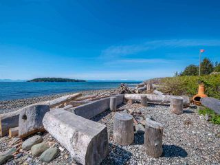 Photo 2: 5384 WAKEFIELD BEACH Lane in Sechelt: Sechelt District Townhouse for sale (Sunshine Coast)  : MLS®# R2470728