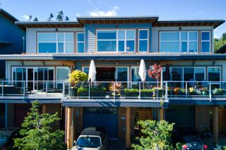 Photo 1: 5384 WAKEFIELD BEACH Lane in Sechelt: Sechelt District Townhouse for sale (Sunshine Coast)  : MLS®# R2470728