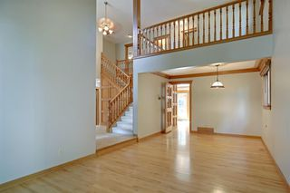Photo 5: 11 STRATHLORNE Bay SW in Calgary: Strathcona Park Detached for sale : MLS®# A1025506
