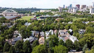 Photo 2: 9518 100 Street in Edmonton: Zone 12 House for sale : MLS®# E4214325