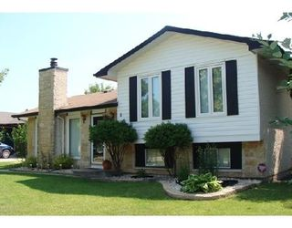 Photo 2: 11 GARDENIA BA in WINNIPEG: Residential for sale (Canada)  : MLS®# 2914558