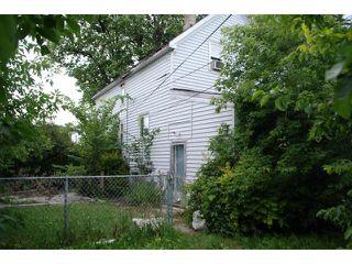 Photo 2: 697 Flora Avenue in WINNIPEG: North End Residential for sale (North West Winnipeg)  : MLS®# 1316189