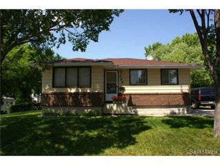 Photo 2: 320 TREMAINE Avenue in Regina: Walsh Acres Single Family Dwelling for sale (Regina Area 01)  : MLS®# 506223