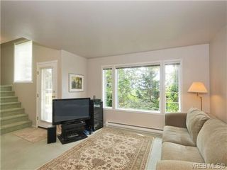Photo 3: 9 896 Admirals Rd in VICTORIA: Es Gorge Vale Row/Townhouse for sale (Esquimalt)  : MLS®# 679085