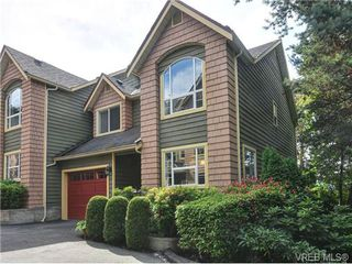 Photo 1: 9 896 Admirals Rd in VICTORIA: Es Gorge Vale Row/Townhouse for sale (Esquimalt)  : MLS®# 679085
