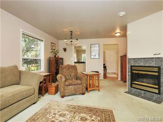 Photo 4: 9 896 Admirals Rd in VICTORIA: Es Gorge Vale Row/Townhouse for sale (Esquimalt)  : MLS®# 679085