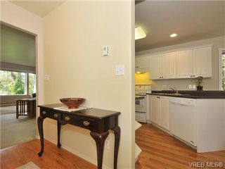 Photo 2: 9 896 Admirals Rd in VICTORIA: Es Gorge Vale Row/Townhouse for sale (Esquimalt)  : MLS®# 679085