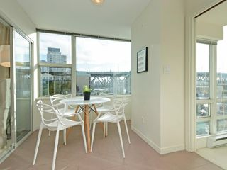 Photo 8: 702 1501 HOWE STREET in Vancouver: Yaletown Condo for sale (Vancouver West)  : MLS®# R2325497