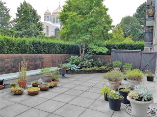 "Photo 1: 105 555 W 14TH Avenue in Vancouver: Fairview VW Condo for sale in ""CAMBRIDGE PLACE"" (Vancouver West)  : MLS®# R2388008"