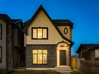 Main Photo: 4210 41 Avenue SW in Calgary: Glamorgan Detached for sale : MLS®# A1053201