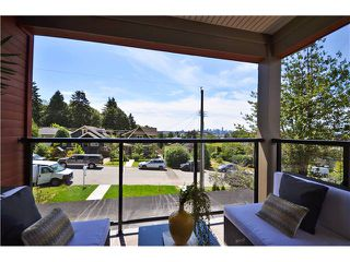 Photo 8: 638 W 15TH ST in North Vancouver: Hamilton House 1/2 Duplex for sale : MLS®# V1017915