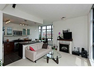 """Photo 3: 10 1 RENAISSANCE Square in New Westminster: Quay Townhouse for sale in """"THE Q"""" : MLS®# V1020471"""