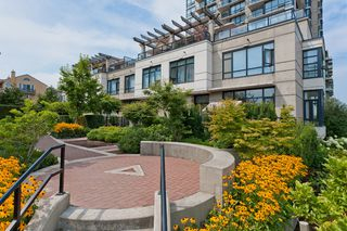 """Photo 2: 10 1 RENAISSANCE Square in New Westminster: Quay Townhouse for sale in """"THE Q"""" : MLS®# V1020471"""