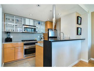 "Photo 6: 2005 33 SMITHE Street in Vancouver: Yaletown Condo for sale in ""Coopers Lookout"" (Vancouver West)  : MLS®# V1075004"