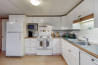 """Photo 10: 41 23320 CALVIN Crescent in Maple Ridge: East Central Manufactured Home for sale in """"Garibaldi Mobile Home Park"""" : MLS®# R2427332"""