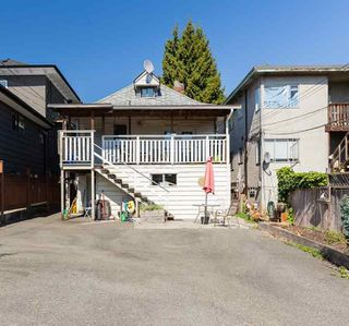 Photo 3: 1410 E 12TH Avenue in Vancouver: Grandview Woodland House for sale (Vancouver East)  : MLS®# R2437111