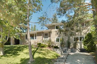 Main Photo: 2320 34 Avenue NW in Calgary: Charleswood Detached for sale : MLS®# A1014786