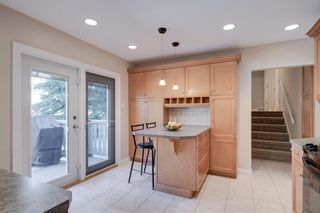 Photo 2: 2320 34 Avenue NW in Calgary: Charleswood Detached for sale : MLS®# A1014786