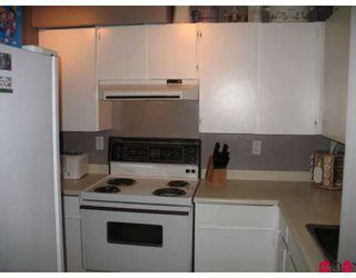"""Photo 3: 10468 148TH Street in Surrey: Guildford Condo for sale in """"Guildford Green"""" (North Surrey)  : MLS®# F2625824"""