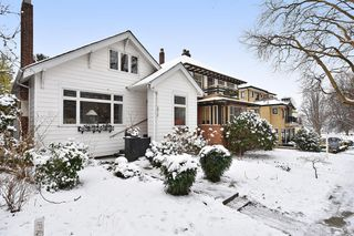 "Photo 2: 2012 MCNICOLL Avenue in Vancouver: Kitsilano House for sale in ""Kits Point"" (Vancouver West)  : MLS®# R2429054"