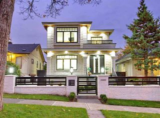 Photo 1: 5886 SHERBROOKE Street in Vancouver: South Vancouver House for sale (Vancouver East)  : MLS®# R2490210