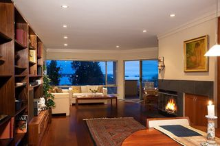 Photo 3: #203 - 2471 Bellevue Ave in West Vancouver: Dundarave Condo for sale : MLS®# R2437143
