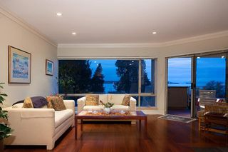 Photo 4: #203 - 2471 Bellevue Ave in West Vancouver: Dundarave Condo for sale : MLS®# R2437143