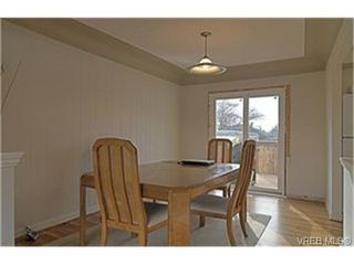 Photo 3: 1159A Greenwood Avenue in VICTORIA: Es Saxe Point Strata Duplex Unit for sale (Esquimalt)  : MLS®# 241933