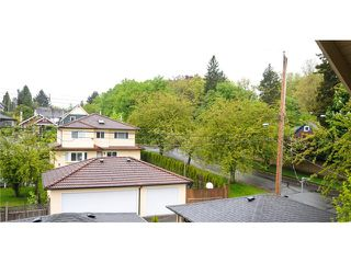 Photo 10: 1218 16th Avenue in Vancouver: House 1/2 Duplex for sale : MLS®# V1069829