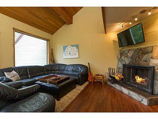 Photo 2: 32 6125 EAGLE DRIVE in Whistler: Whistler Cay Heights Townhouse for sale : MLS®# R2341108