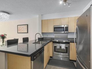 Photo 3: 218 2768 CRANBERRY DRIVE in Vancouver: Kitsilano Condo for sale (Vancouver West)  : MLS®# R2298896