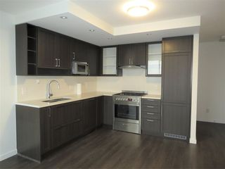 """Photo 3: 2810 5665 BOUNDARY Road in Vancouver: Collingwood VE Condo for sale in """"Wall Centre Central Park South"""" (Vancouver East)  : MLS®# R2412553"""