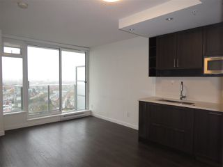 """Photo 2: 2810 5665 BOUNDARY Road in Vancouver: Collingwood VE Condo for sale in """"Wall Centre Central Park South"""" (Vancouver East)  : MLS®# R2412553"""
