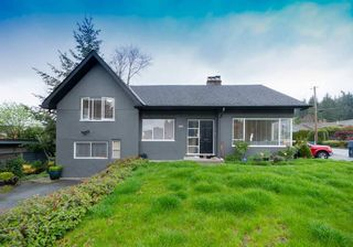 Main Photo: 902 WENTWORTH Avenue in North Vancouver: Forest Hills NV House for sale : MLS®# R2472343