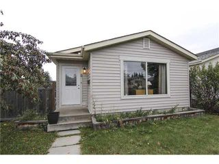 Photo 1: 8 APPLETREE Way SE in Calgary: Applewood House for sale : MLS®# C3638522