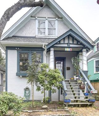 Photo 2: 2124 PRINCE EDWARD STREET in Vancouver: Mount Pleasant VE House for sale (Vancouver East)  : MLS®# R2240136
