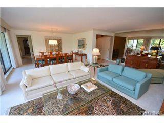 Photo 6: 302 1370 Beach Dr in VICTORIA: OB South Oak Bay Condo for sale (Oak Bay)  : MLS®# 614239