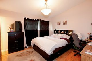 Photo 9: 572 Verona Place in North Vancouver: Upper Delbrook House for sale : MLS®# V945319