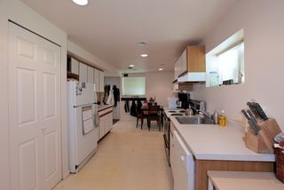 Photo 14: 572 Verona Place in North Vancouver: Upper Delbrook House for sale : MLS®# V945319