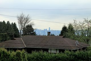 Photo 19: 572 Verona Place in North Vancouver: Upper Delbrook House for sale : MLS®# V945319