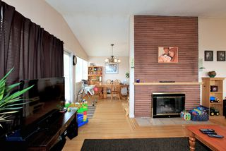 Photo 4: 572 Verona Place in North Vancouver: Upper Delbrook House for sale : MLS®# V945319