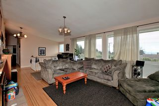 Photo 3: 572 Verona Place in North Vancouver: Upper Delbrook House for sale : MLS®# V945319